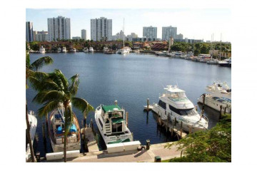 Home for Sale at 3610 Yacht Club Dr #503 #503, Aventura FL 33180