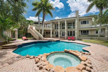 Home for Sale at 9205 SW 58 Av, Pinecrest FL 33156