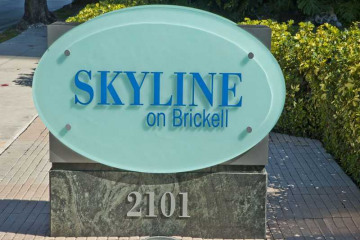 Home for Sale at Miami Condo/co-op/villa/townhouse, Miami FL 33129
