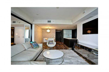 Home for Sale at Miami Beach Condo/co-op/villa/townhouse, Miami Beach FL 33140