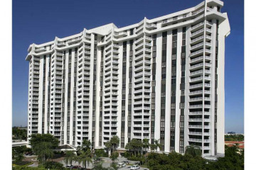 Home for Sale at 1000 Quayside Te #1602, Miami FL 33138