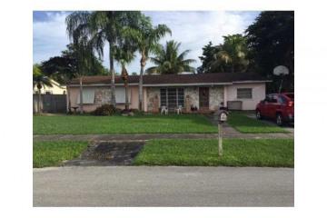Home for Sale at 18573 SW 89 Pl, Cutler Bay FL 33157