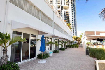 Home for Sale at 18001 Collins Ave #Cab22, Sunny Isles Beach FL 33160