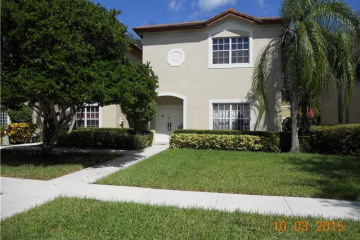 Home for Sale at Weston Condo/co-op/villa/townhouse, Weston FL 33331