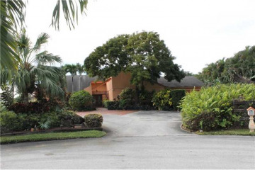 Home for Sale at 11860 NW 11th St, Plantation FL 33323