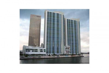 Home for Sale at Miami Condo/co-op/villa/townhouse, Miami FL 33131
