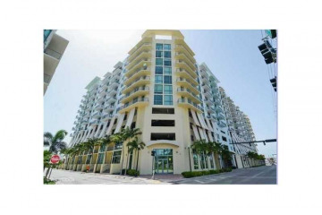 Home for Sale at Hollywood Condo/co-op/villa/townhouse, Hollywood FL 33021
