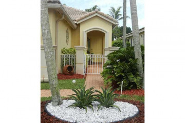 Home for Rent at 340 Conservation Dr, Weston FL 33327
