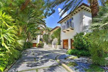 Home for Sale at 15 Harbor Pt, Key Biscayne FL 33149