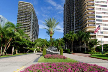 Home for Sale at 20191 E Country Club Dr #1708, Aventura FL 33180