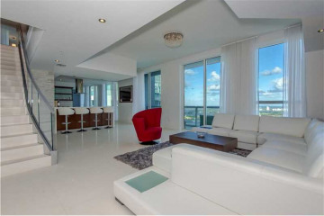 Home for Sale at 253 NE 2nd St #Ph4907, Miami FL 33132