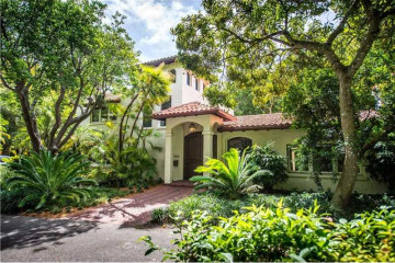 Home for Rent at 3500 Munroe Dr, Coconut Grove FL 33133
