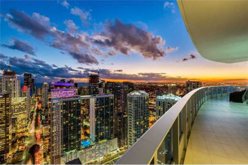 Home for Sale at 200 Biscayne Boulevard W #Ph5302, Miami FL 33131