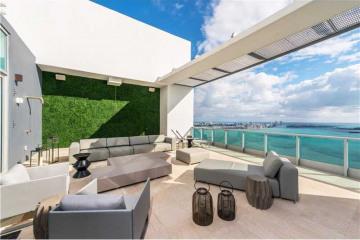 Home for Sale at 1331 Brickell Bay Drive #Ph4707, Miami FL 33132
