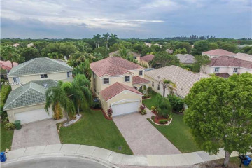 Home for Sale at 4486 Foxtail Ln, Weston FL 33331