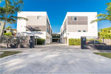 Home for Sale at 7520 SW 59 Pl #C #C, South Miami FL 33143