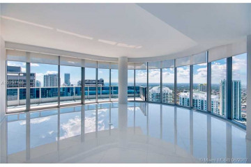 Home for Sale at 200 Biscayne Boulevard W #5002, Miami FL 33131
