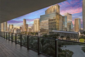 Home for Rent at 88 SW 7th Street #905, Miami FL 33131