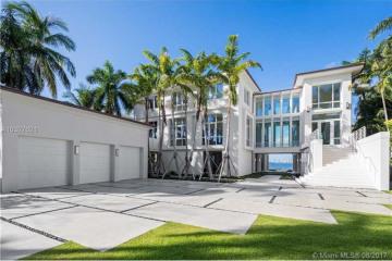 Home for Sale at 17 Tahiti Beach Island Rd, Coral Gables FL 33143
