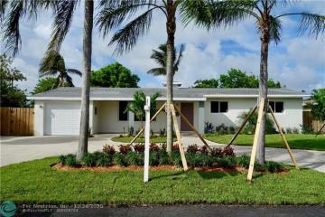 Home for Sale at 251 SE 8th St, Pompano Beach FL 33060