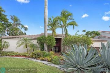 Home for Sale at 10100 SW 3rd St, Plantation FL 33324