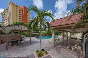 Home for Sale at 12 NE 19th Ct #219A, Wilton Manors FL 33305