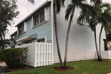 Home for Sale at 2747 NE 15th St, Pompano Beach FL 33062