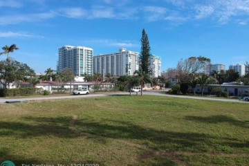 Home for Sale at 3213 SE 7th St, Pompano Beach FL 33062
