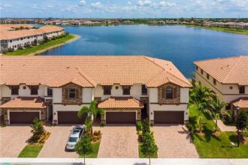 Home for Sale at 9583 Town Parc Cir N, Parkland FL 33076