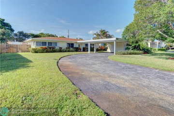 Home for Sale at 2100 NE 27th Ct, Lighthouse Point FL 33064