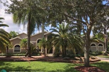 Home for Sale at 8101 Falls Lane, Parkland FL 33067