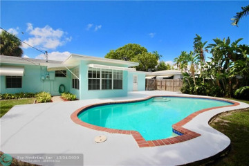 Home for Sale at 2640 NE 18th Ter, Lighthouse Point FL 33064