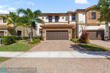 Home for Sale at 9579 S Town Parc Cir S, Parkland FL 33076