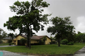 Home for Sale at 8366 NW 7th St, Coral Springs FL 33071