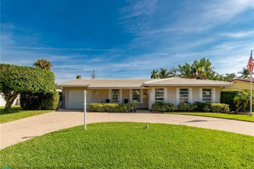 Home for Sale at 5140 NE 26th Ter, Lighthouse Point FL 33064