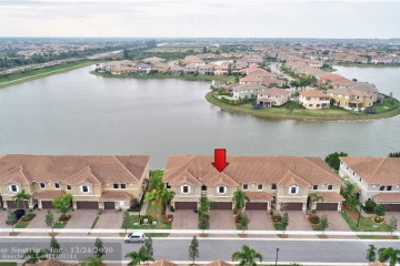 Home for Sale at 8437 Lakeview Trl, Parkland FL 33076