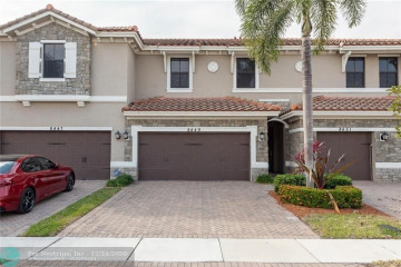 Home for Sale at 8449 Lakeview Trl, Parkland FL 33076