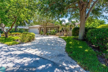 Home for Sale at 3920 NE 25th Ave, Lighthouse Point FL 33064