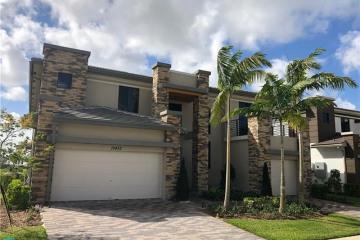 Home for Rent at 10432 N Lago Vista Cir, Parkland FL 33076