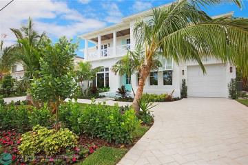Home for Sale at 2601 NE 26th Ave, Lighthouse Point FL 33064