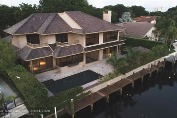 40 Bay Colony Dr