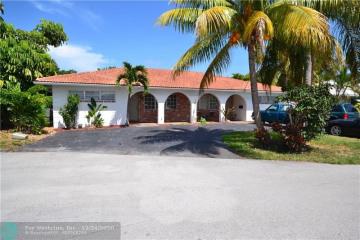 Home for Sale at 2980 NE 19th Ter, Lighthouse Point FL 33064
