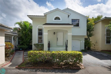 Home for Sale at 9904 NW 9th Ct, Plantation FL 33324