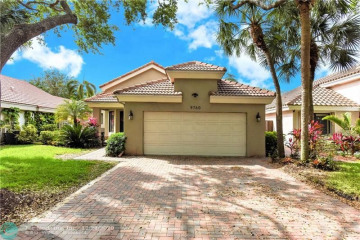 Home for Sale at 9760 NW 18th Mnr, Plantation FL 33322