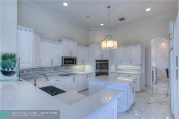 Home for Sale at 11040 Canary Island Ct, Plantation FL 33324