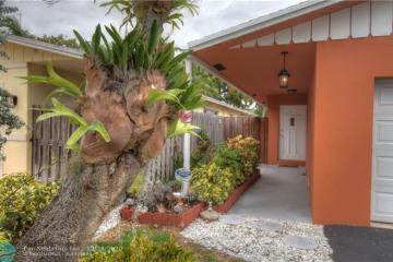 Home for Sale at 1585 NE 33rd St, Oakland Park FL 33334