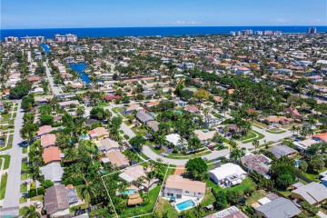 Home for Sale at 2301 NE 50th Ct, Lighthouse Point FL 33064