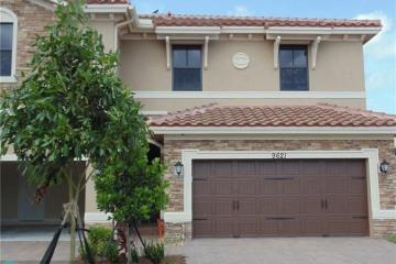 Home for Sale at 9621 Town Parc Cir S #5, Parkland FL 33076