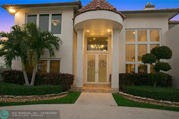 Home for Sale at 3801 NE 27th Ave, Lighthouse Point FL 33064