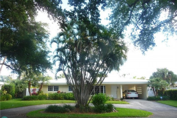 Home for Sale at 2000 NE 27th Ct, Lighthouse Point FL 33064